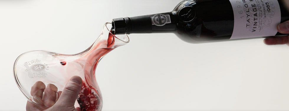 decanting_port_wine_11371852335090147c36878.jpg